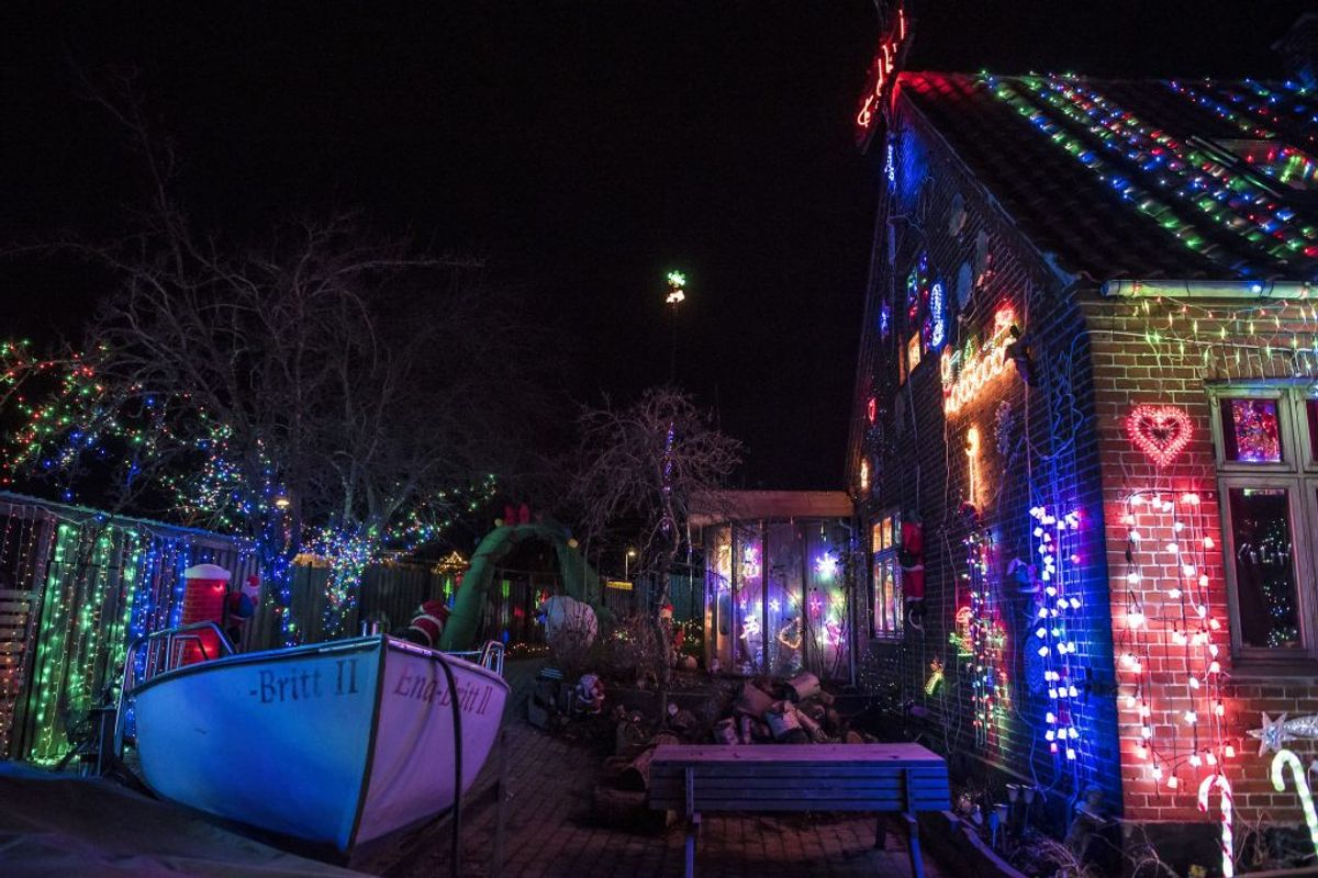 Jeppe Guldbrandsens hus er dækket med 250.000 dioder i Karise på Sydsjælland, tirsdag den 11. december 2018. KLIK VIDERE og se det imponerende julepynt. (Foto: Mads Claus Rasmussen/Ritzau Scanpix)
