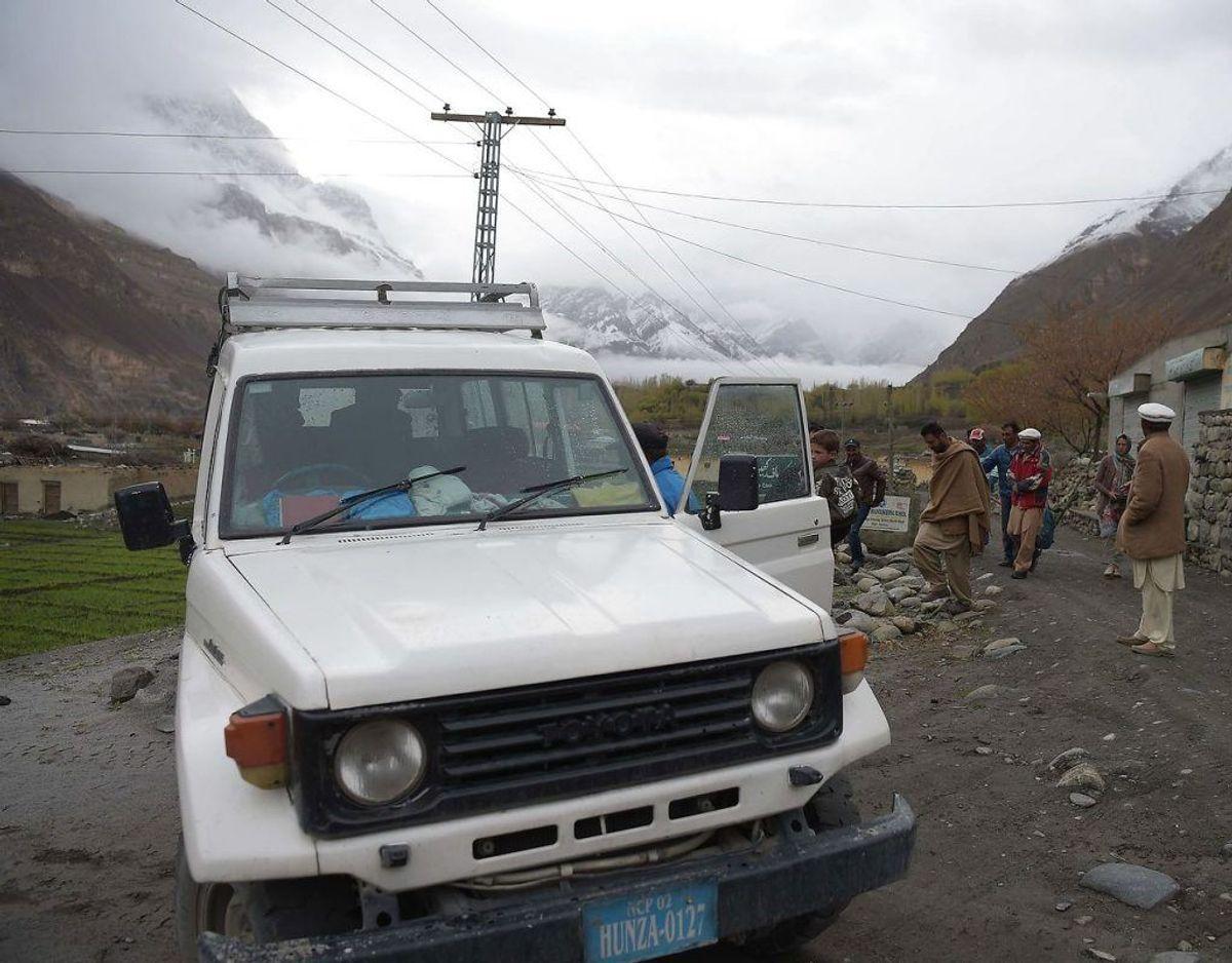 """Pakistan: Alle rejser til Provinserne Baluchistan og Khyber-Pakhtunkhwa (KPK), herunder færdsel ad Karakoram landevejen fra Islamabad til Gilgit-Baltistan. Pakistansk kontrolleret Kashmir og stammeområderne mod grænsen til Afghanistan (Federally Administered Tribal Areas – FATA) frarådes. Det skyldes ifølge UM.dk: """"Der er risiko for terrorangreb, kidnapninger og voldelige uroligheder overalt i landet. Risiciene er så alvorlige at du bør have helt særlige grunde til at besøge landet."""". Foto: Scanpix"""