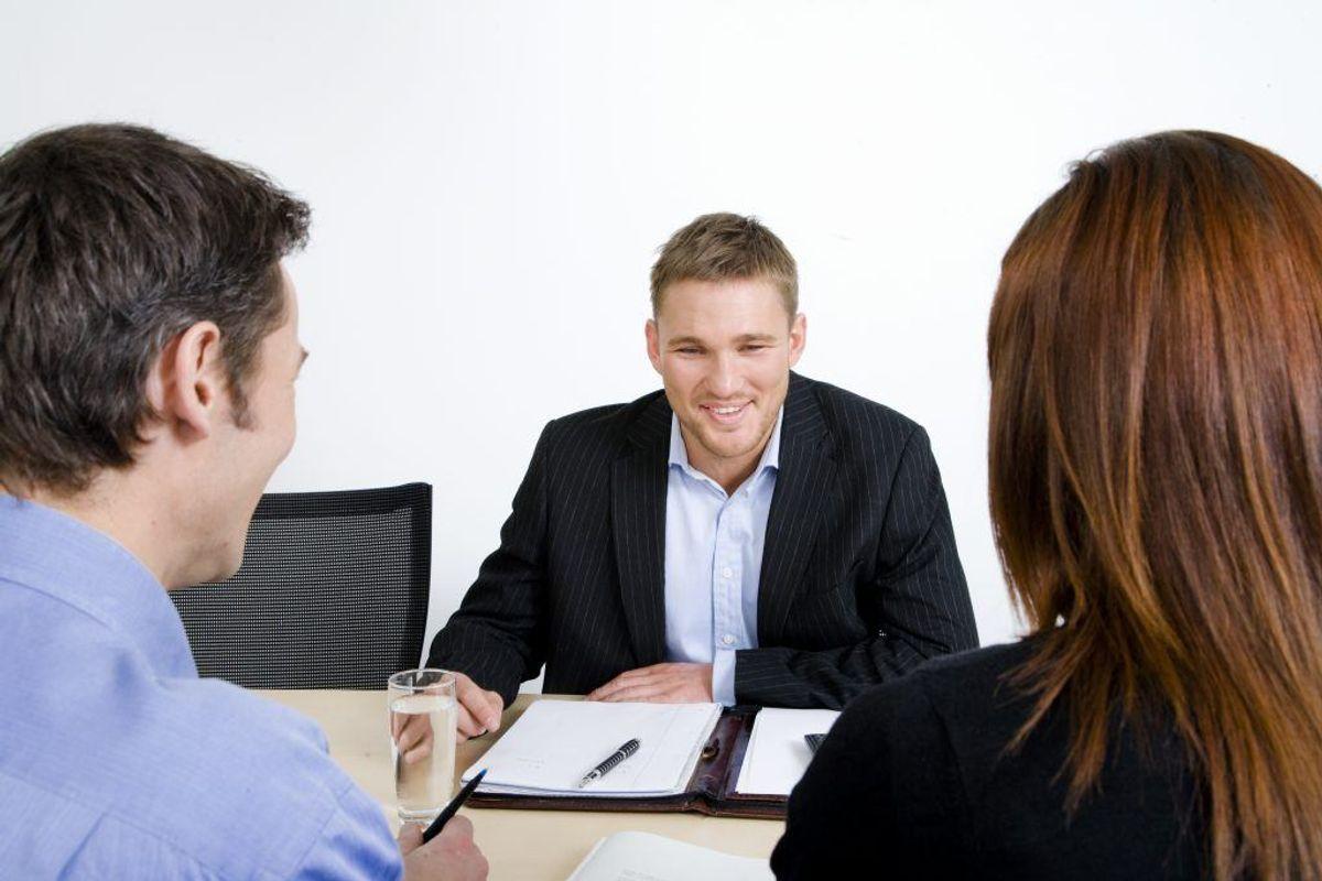 Kontakt din bank og forklar dem, at du har en vigtig regning, du skal betale. Hør, om de vil give dig et bevilget overtræk. Det er billigere end at låne penge. Kilde: Forbrugerrådet Tænk. Arkivfoto.