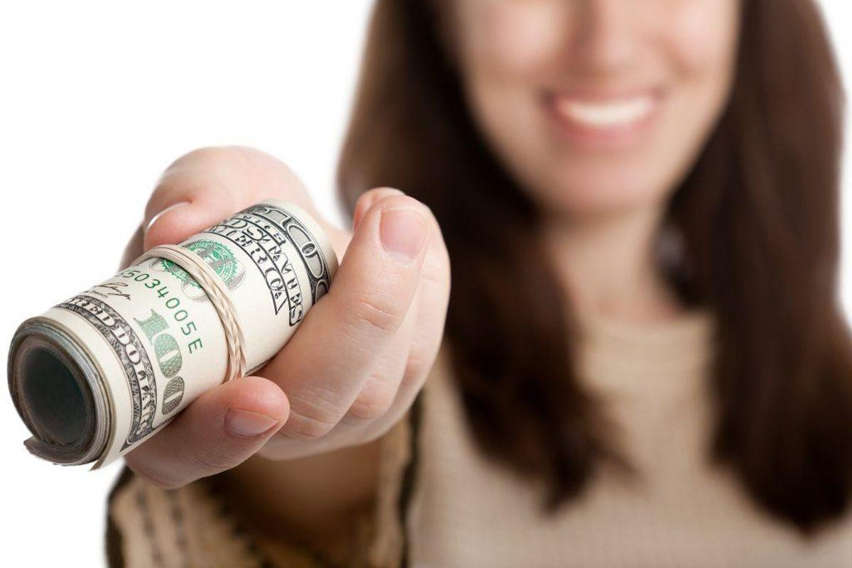 Spørg din kreditor, om du kan få lov til at betale din regning senere. Forklar dem situationen, og sig, at din økonomi er lidt dårlig i øjeblikket. De fleste kreditorer er villige til at indgå en alternativ afdragsordning, der sikrer, at de får deres penge igen, frem for at de helt mister dem. Kilde: Forbrugerrådet Tænk. Arkivfoto.