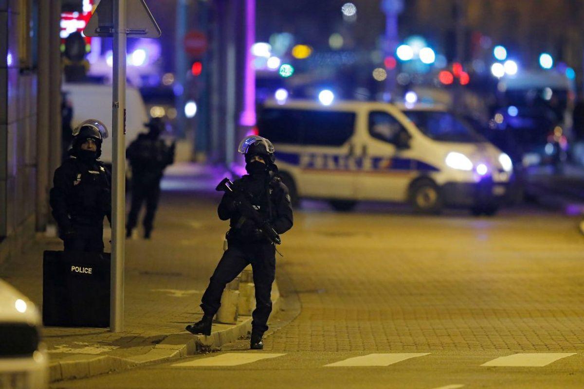 Politiet i Strasbourg har dræbt gerningsmanden bag terror-angrebet på et julemarked, der kostede flere menneskeliv. Foto: Vincent Kessler/Scanpix.
