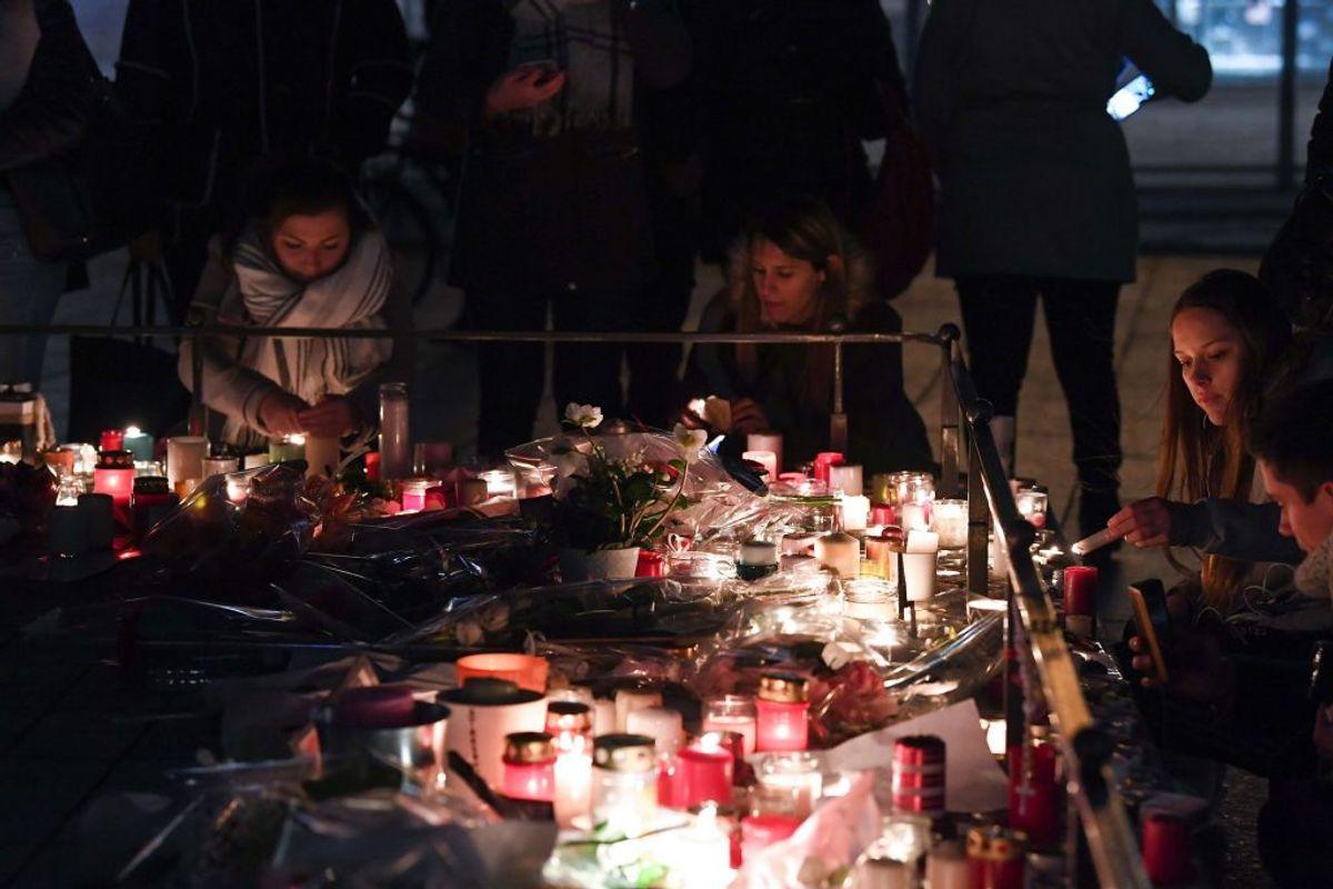 Sådan blev ofrene mindet.  Foto: Alain JOCARD/Scanpix.)