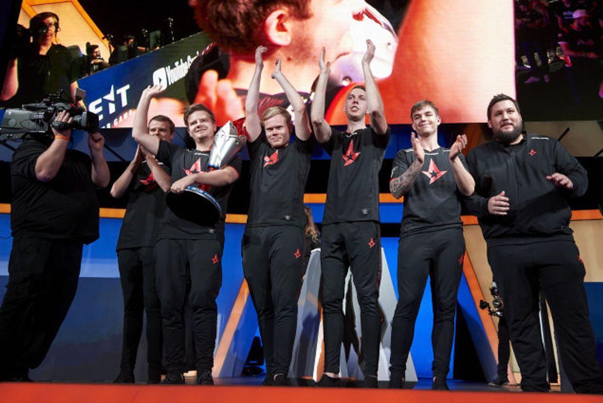 Astralis topper verdensranglisten og tog søndag årets ottende store turneringssejr. Billedet stammer fra en tidligere sejr i november. Foto: Cooper Neill/AFP