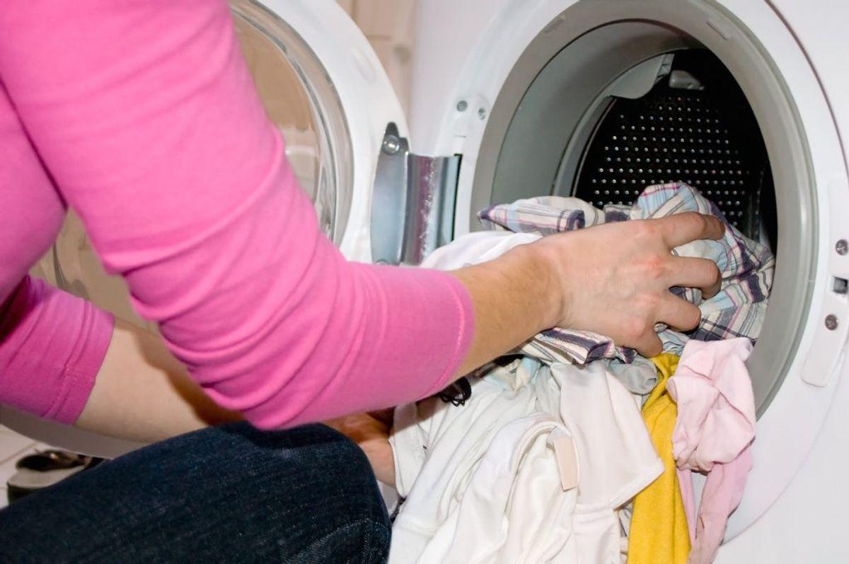 En vaskemaskine med en kapacitet på tre-fem kilo bruger cirka 39 liter vand per vask.