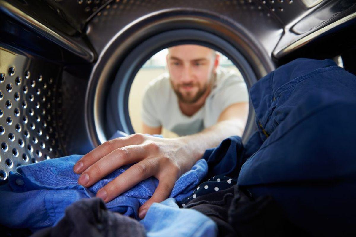 En vaskemaskine med en kapacitet på seks-syv kilo bruger cirka 44 liter vand per vask.