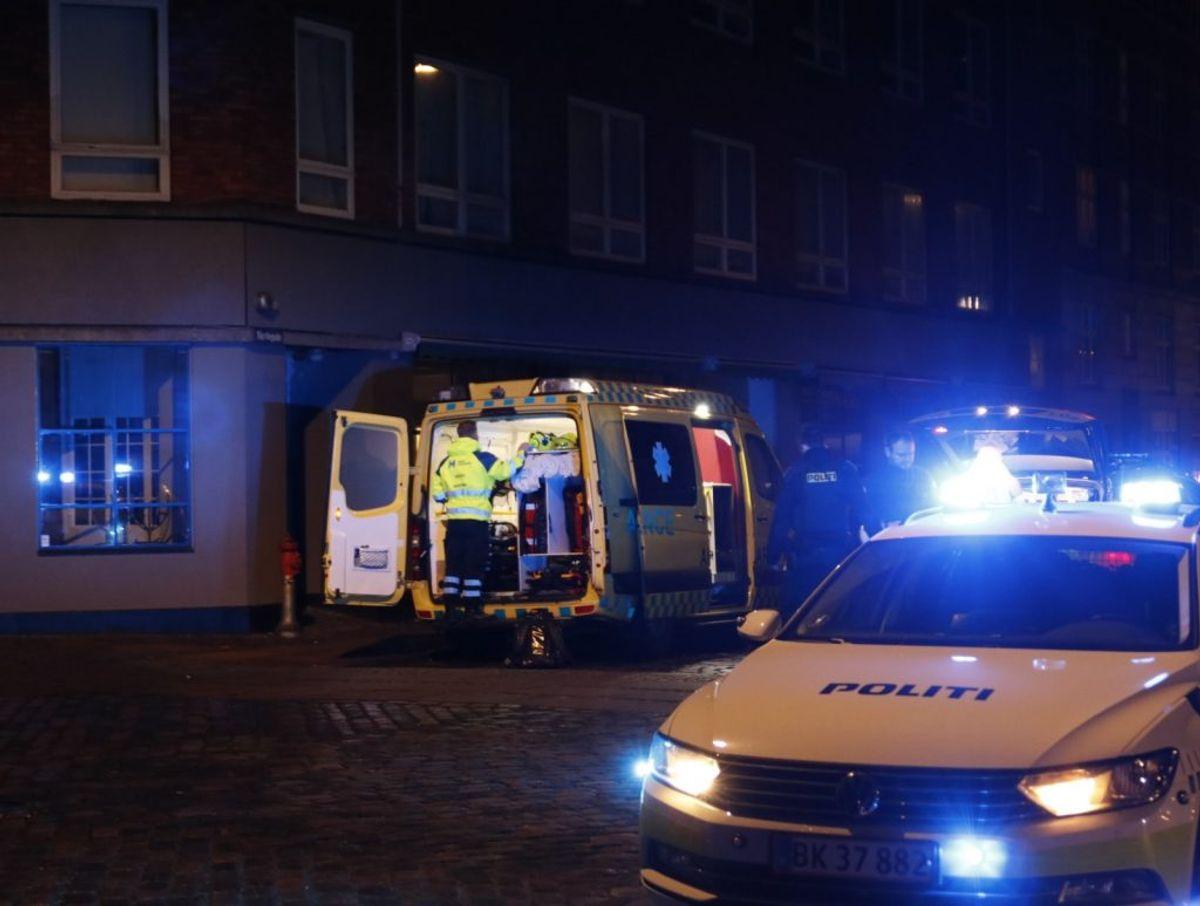 To hele opgange måtte evakueres, mens brandvæsenet kæmpede med flammerne. KLIK FOR FLERE BILLEDER: (Foto: Presse-fotos.dk)
