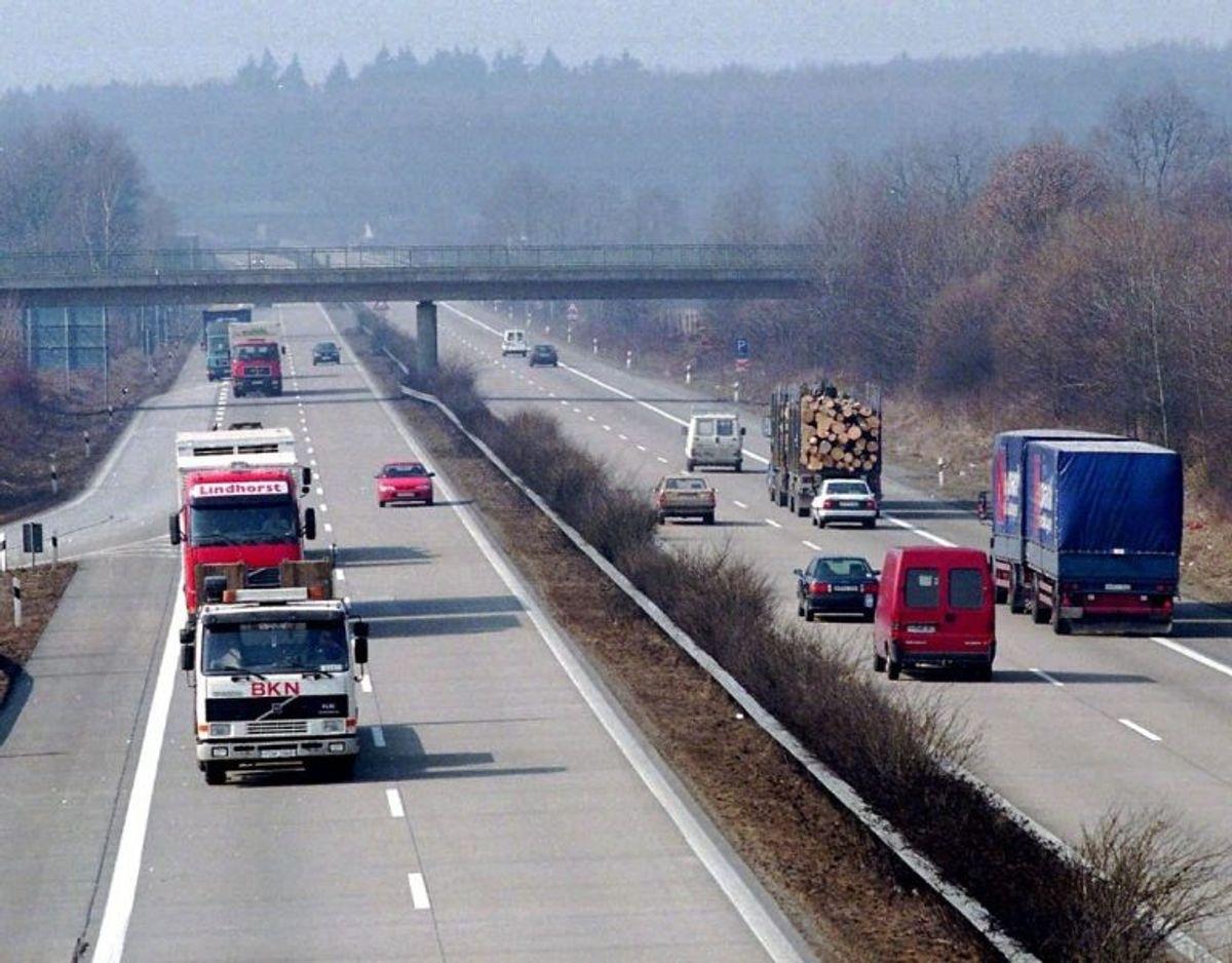 DU skal have et motorvejsmærkat i flere lande, ligesom miljøzoner flere steder også kræver mærkater eller afgifter – betaler du ikke, så bliver det dyrt. KLIK galleriet i gennem og se, hvor der blandt andet er miljøzoner. Fotos: Scanpix / Kilde: FDM