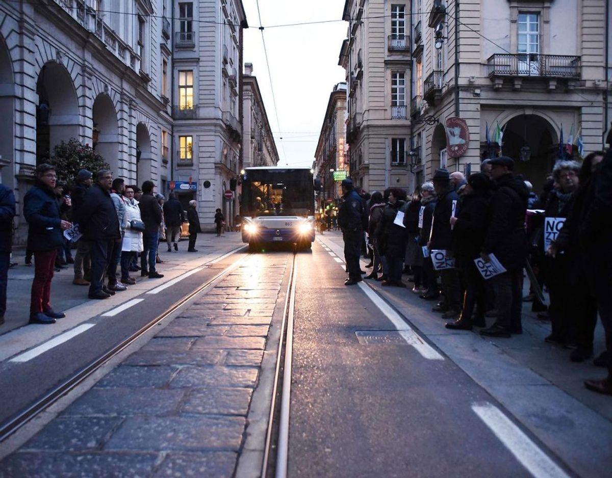 I Italien har mange større byer indført zoneforbud – såkaldt ZTL – mod kørsel i de historiske bydele på visse tidspunkter. Det betyder, at det kun er indbyggerne eller de med særligt ærinde, der kan køre her inden for tidsgrænserne. Er du i en situation, hvor du har brug for at køre, skal du have en tilladelse af de lokale myndigheder. Hvis du kører ind i zonen uden tilladelse flere gange på samme dag, får du som udgangspunkt én bøde for hver gang, og du bliver opdaget. Der er nemlig opstillet kameraer.