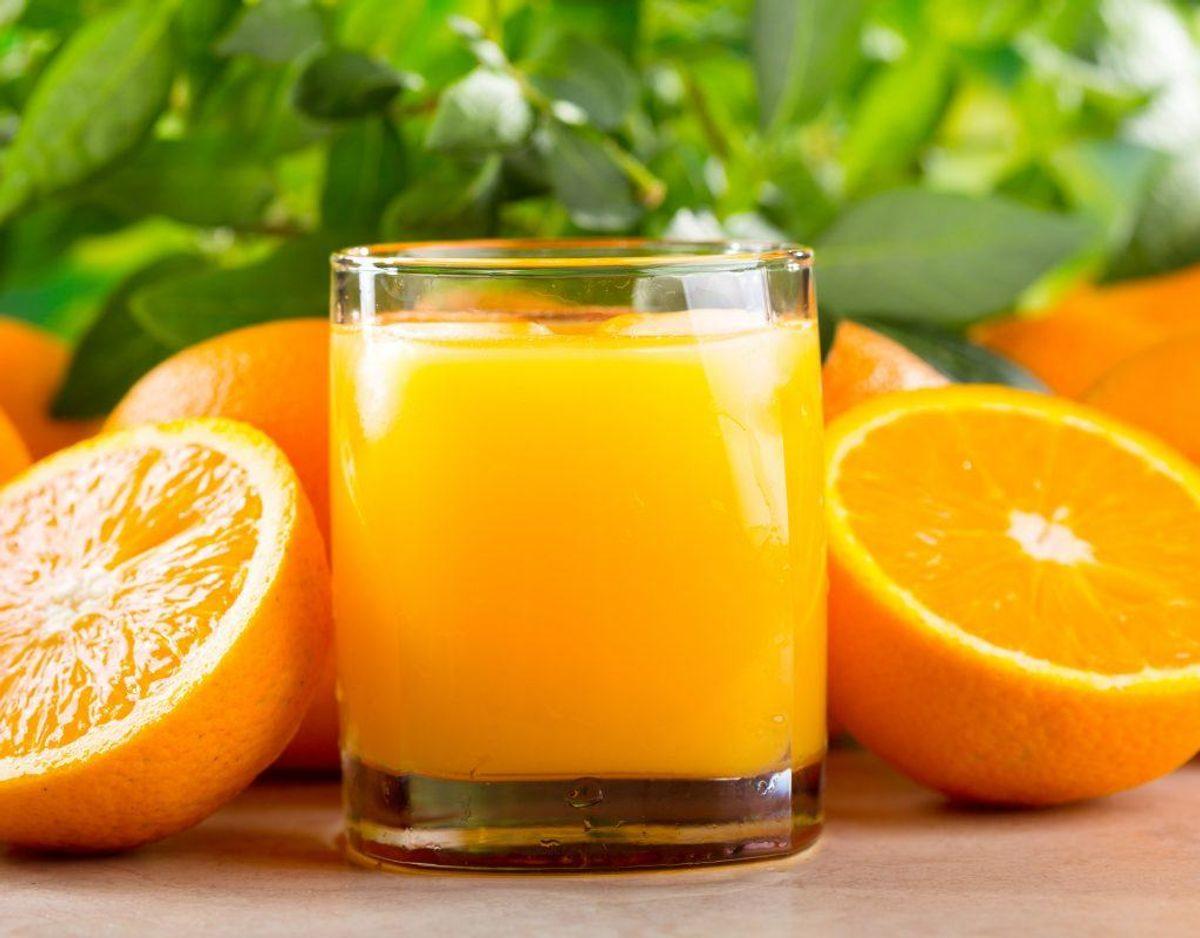 """Juice er blandt de varer, der får mærket """"bedst før,"""" hvilket betyder, at du skal undersøge fødevaren, når den overskrider datoen. Brug dine sanser, og ser fødevaren fin ud, er der ikke fare forbundet med at indtage den."""