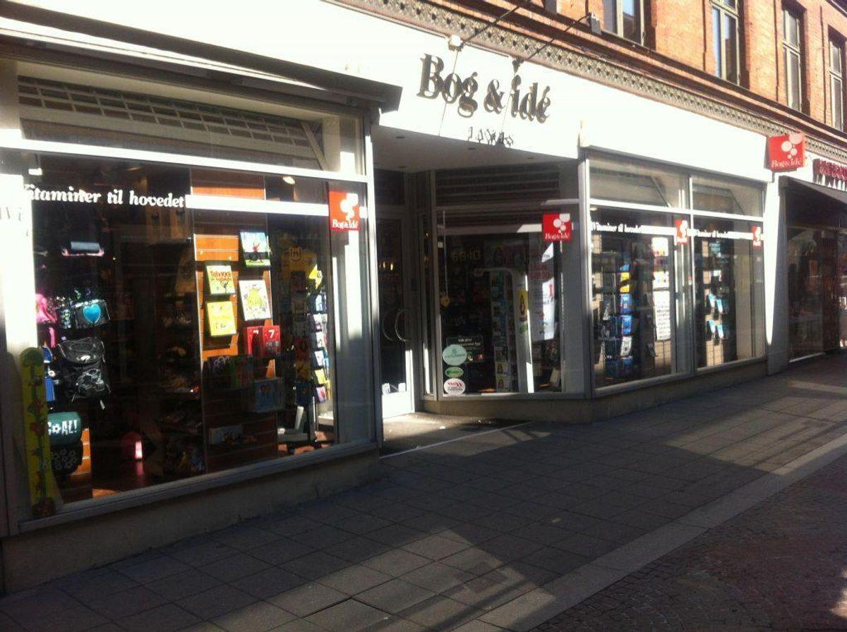 Det er her hos Langes Bog & Ide på Torvestræde i Næstved, hvor brevet kan hentes. Foto: Søren Lange.
