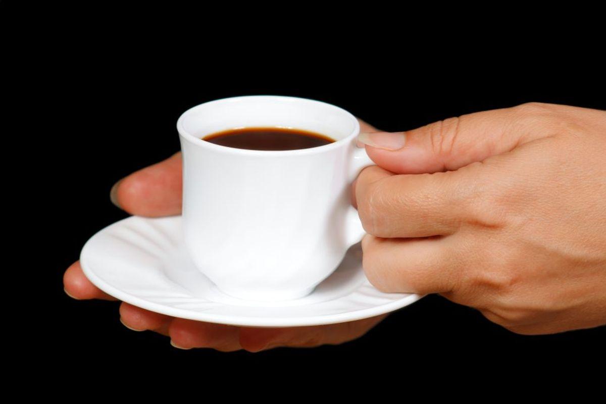 Som tommelfingerregel kan man gå ud fra, at en kop pulverkaffe af gennemsnitlig størrelse indeholder cirka 65 milligram koffein.