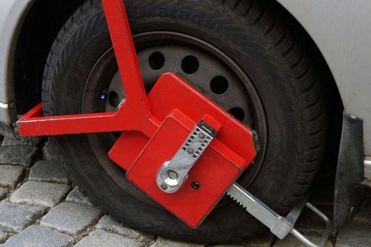 Det lykkedes at opbrække en billås – og fortsætte den ulovlige kørsel. Arkivfoto: Scanpix.