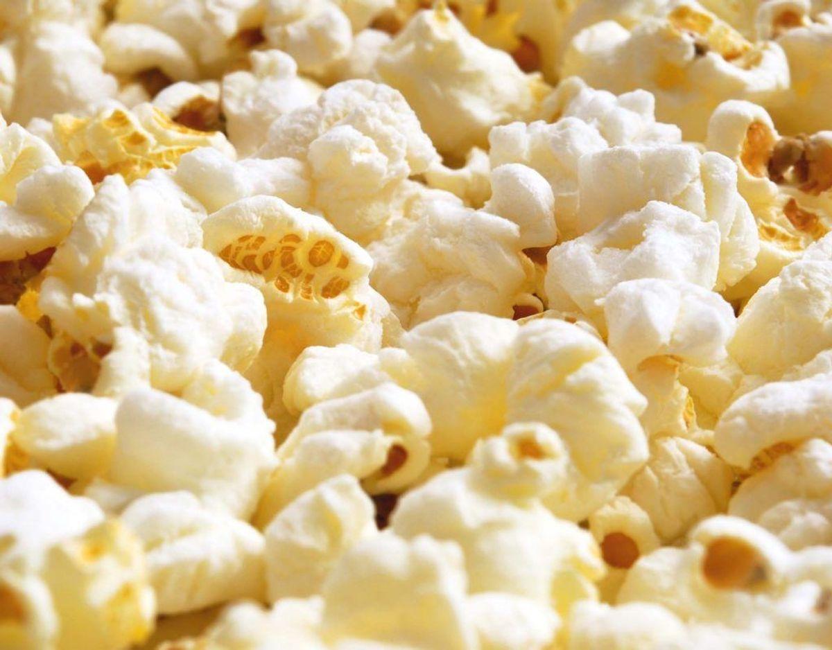 Det kan ellers virke tillokkende at sige ja til gratis popcorn. Men det er falske popcorn.  KLIK VIDERE OG SE HVORDAN SVINDELBESKEDEN SER UD.