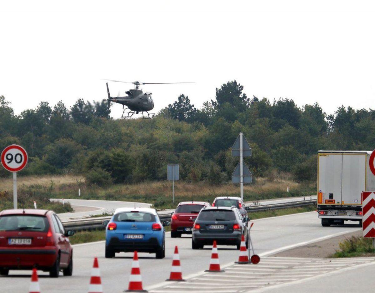 Al trafik til og fra Farø blev standset af ordensmagten i forbindelse med jagten på den flygtede fange og hans medsammensvorne. . Foto: Presse-fotos.dk