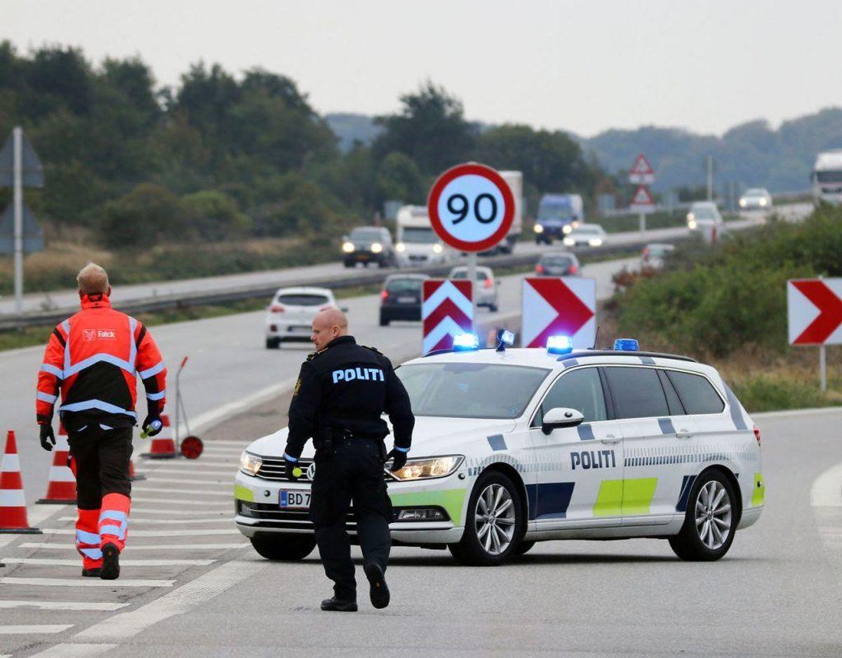 Farø blev lagt i et jerngreb af politiet, der ledte efter undvegen fange. Se de dramatiske billeder her. Foto: presse-fotos.dk