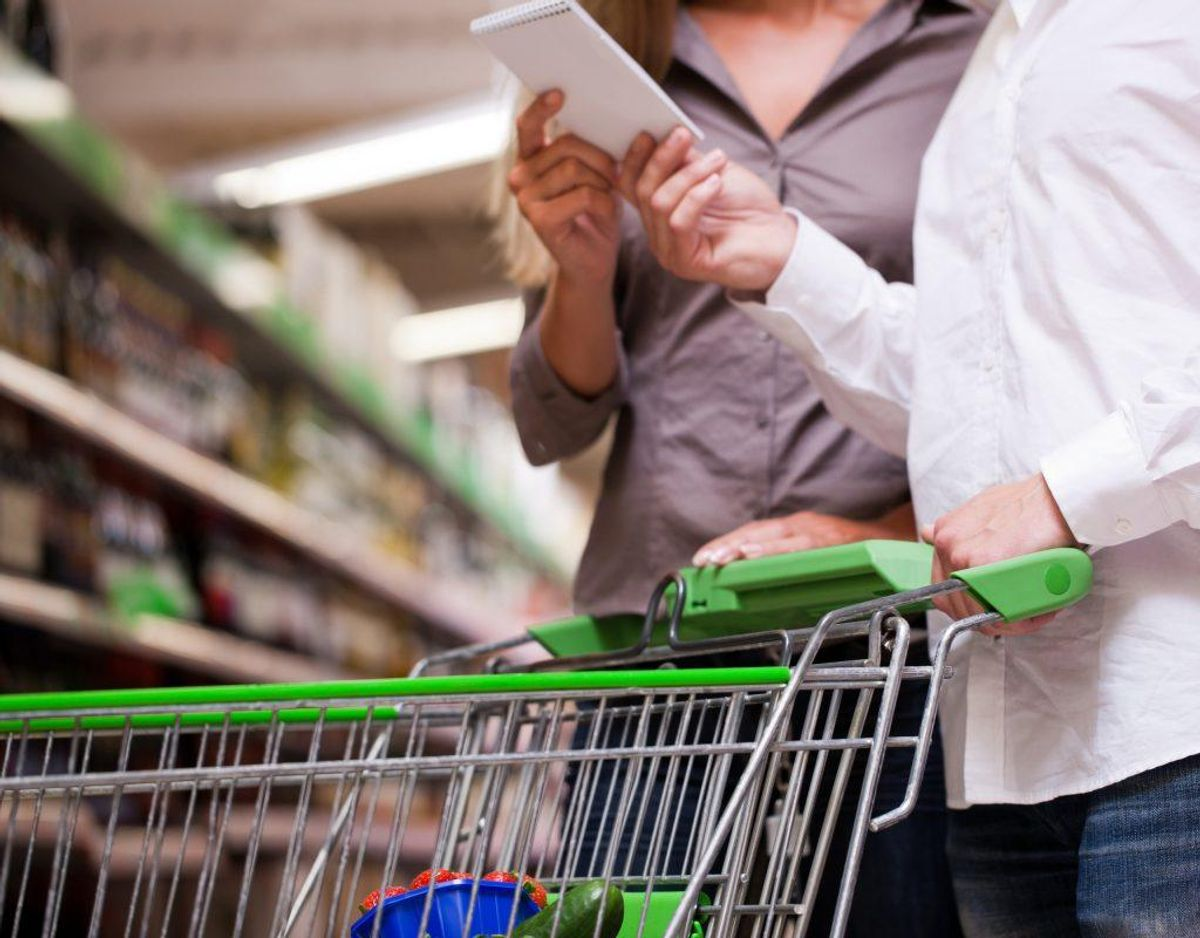 Køb efter behov og hold dig til indkøbslisten, tag eventuelt et billede af indholdet af dit køleskab, før du handler.