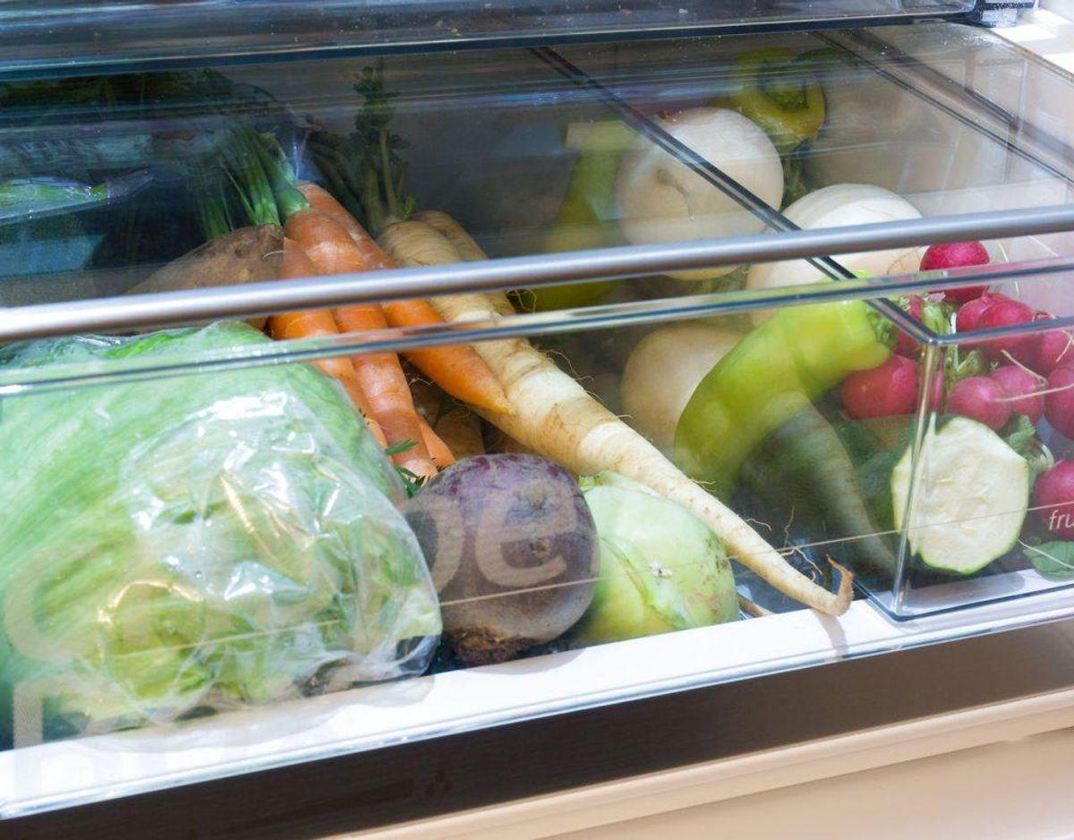 Grøntsagsskufferne skal bruges, netop til grøntsager, men det er eksempelvis dumt at obevare tomater og agurker sammen. Vi spiser tomater, når de er modne og agurker, når de er umodne, men tomater kan modne agurker. Foto: Scanpix.