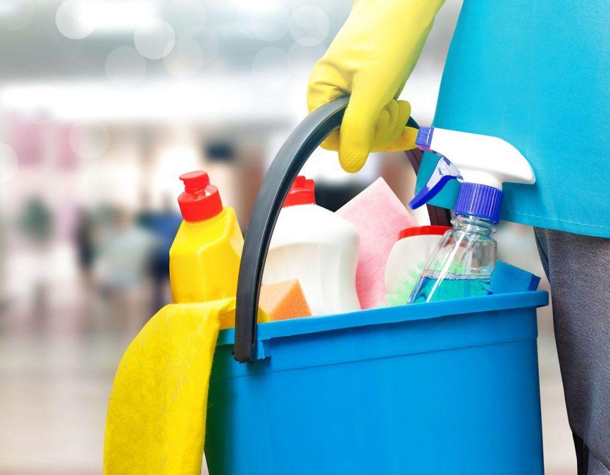 Good Housekeeping skriver, at de mest nødvendige rengøringsmidler til at fjerne kaffepletter er skyllemiddel, blegemiddel, eddike og opvaskemiddel. Foto: Scanpix