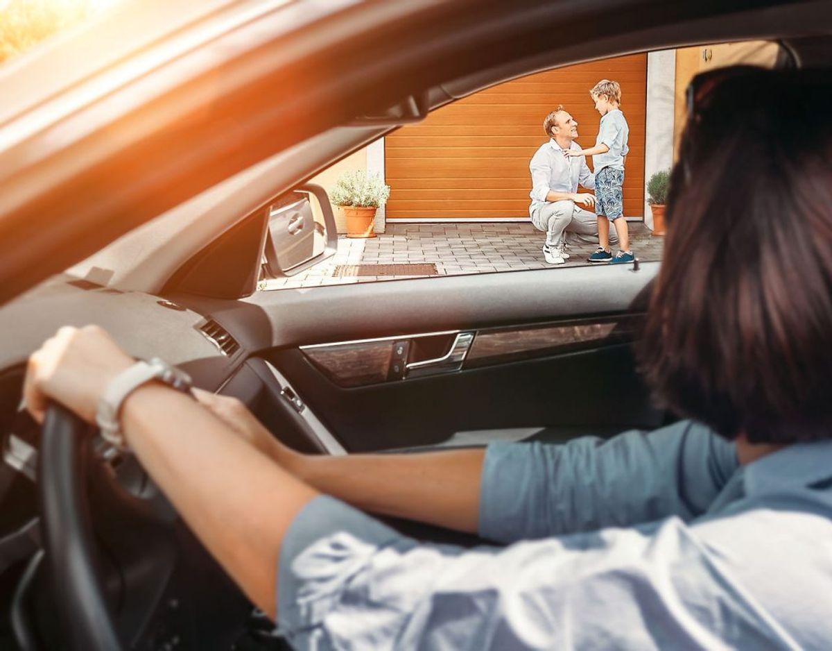 Sidder du bag rattet i din bil, der holder stille, i mere end tre minutter, tæller det som en parkering, og reglerne gælder herefter. Foto: Scanpix.