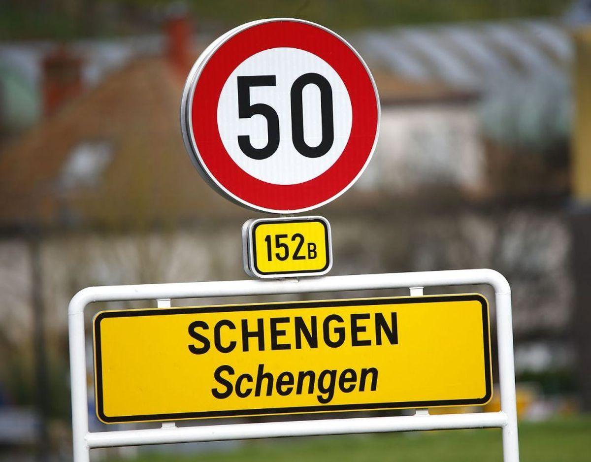 Du skal kunne vise dit pas i Schengen lande. Foto: Scanpix/Wolfgang Rattay