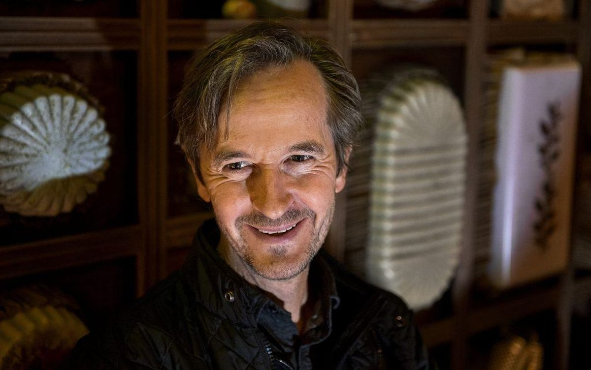 Lars Brygmann, der spiller La Cour i serien, har blandt andet medvirket i serierne Borgen, Lykke og Dicte. Har desuden medvirket i et hav af spillefilm blandt andet Rembrandt, Lad de små børn, Kongekabale og Fluerne på væggen. Kilde: Danskefilm.dk. Foto: Scanpix