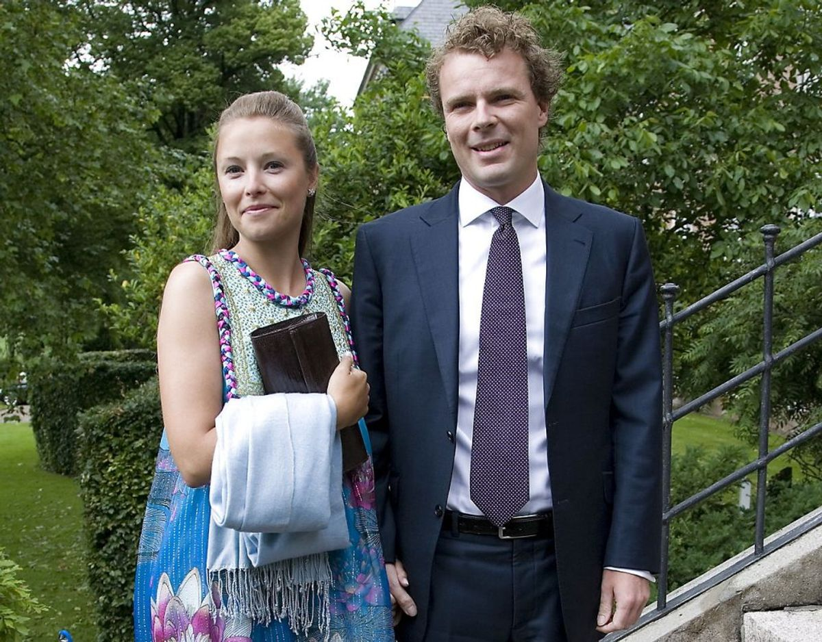 Louise Duddi Iuel-Brockdorff og Nikolaj Albinus ses her til barnedåb på Valdemars Slot. I den kommende tid må Nikolaj ikke selv køre bil. Foto: Scanpix. KLIK VIDERE OG MØD ANDRE DANSKERE DER HAR MISTET DERES KØREKORT.