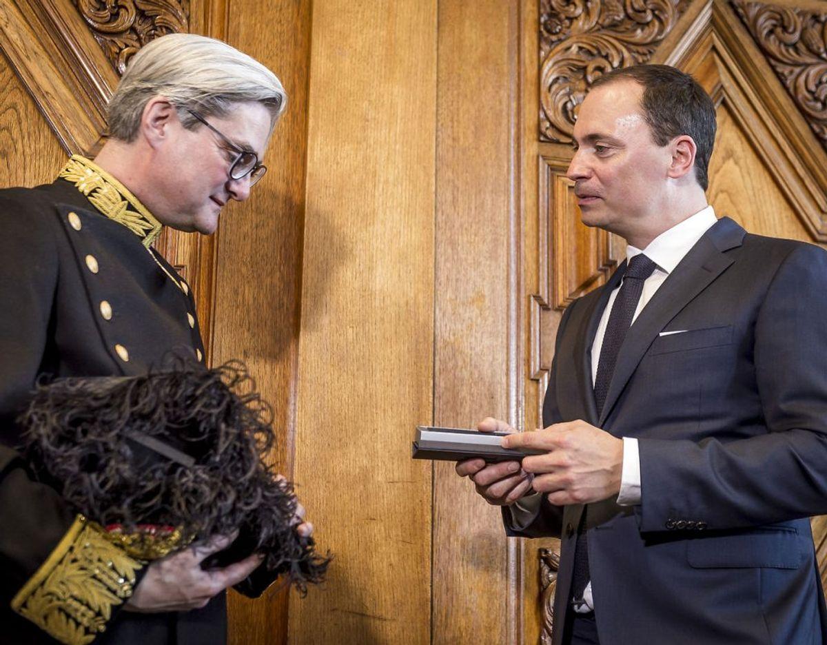 Tiltrædende minister Tommy Ahlers og afgående minister Søren Pind (V) under ministeroverdragelse i uddannelses- og forskningsministeriet den 2. maj 2018. (Foto: Mads Claus Rasmussen/Ritzau Scanpix)