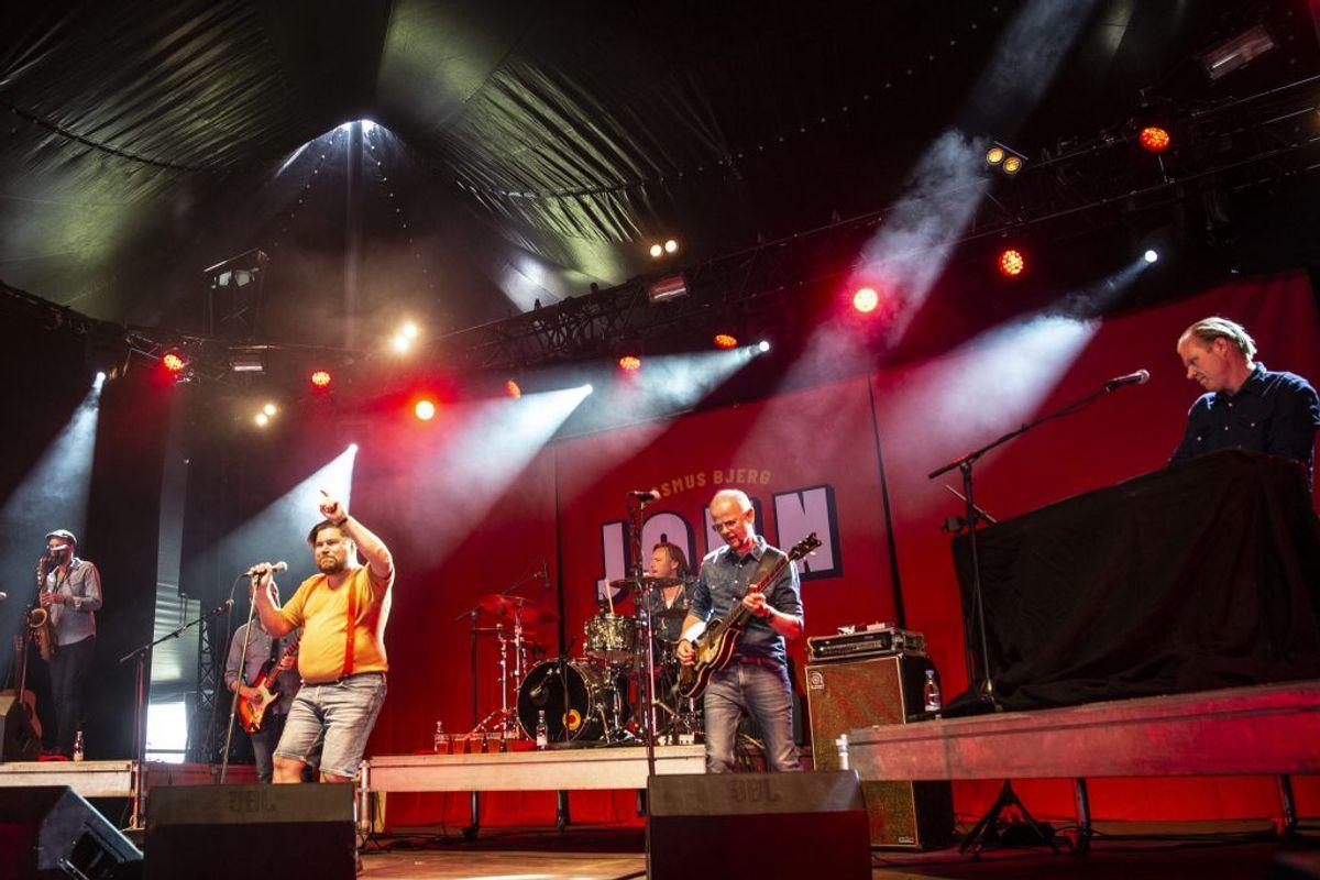 """Koncerten på Jelling Festival fik en god anmeldelse af Ekstra Bladet, som konstaterede, at """"Mogensen lever og har det skidegodt."""". Foto: René Lind Gammelmark"""