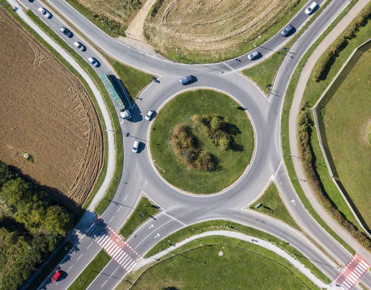 Sådan kører man i en rundkørsel. KLIK HER OG SE DE SIMPLE RÅD, NÅR DU SKAL KØRE I EN RUNDKØRSEL. Arkivfoto: Scanpix
