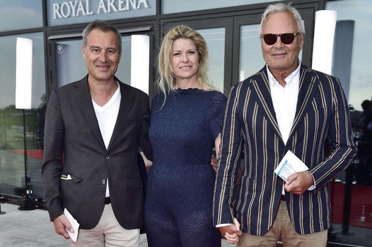 Her er det Jarl Friis Mikkelsen med ledsagere på den røde løber til DR's fødselsdagsshow 'Hele Danmark fejrer Kronprinsen' i forbindelse med kronprinsens 50-års fødselsdag i Royal Arena i København, søndag den 27. maj 2018.. (Foto: Tariq Mikkel Khan/Ritzau Scanpix)