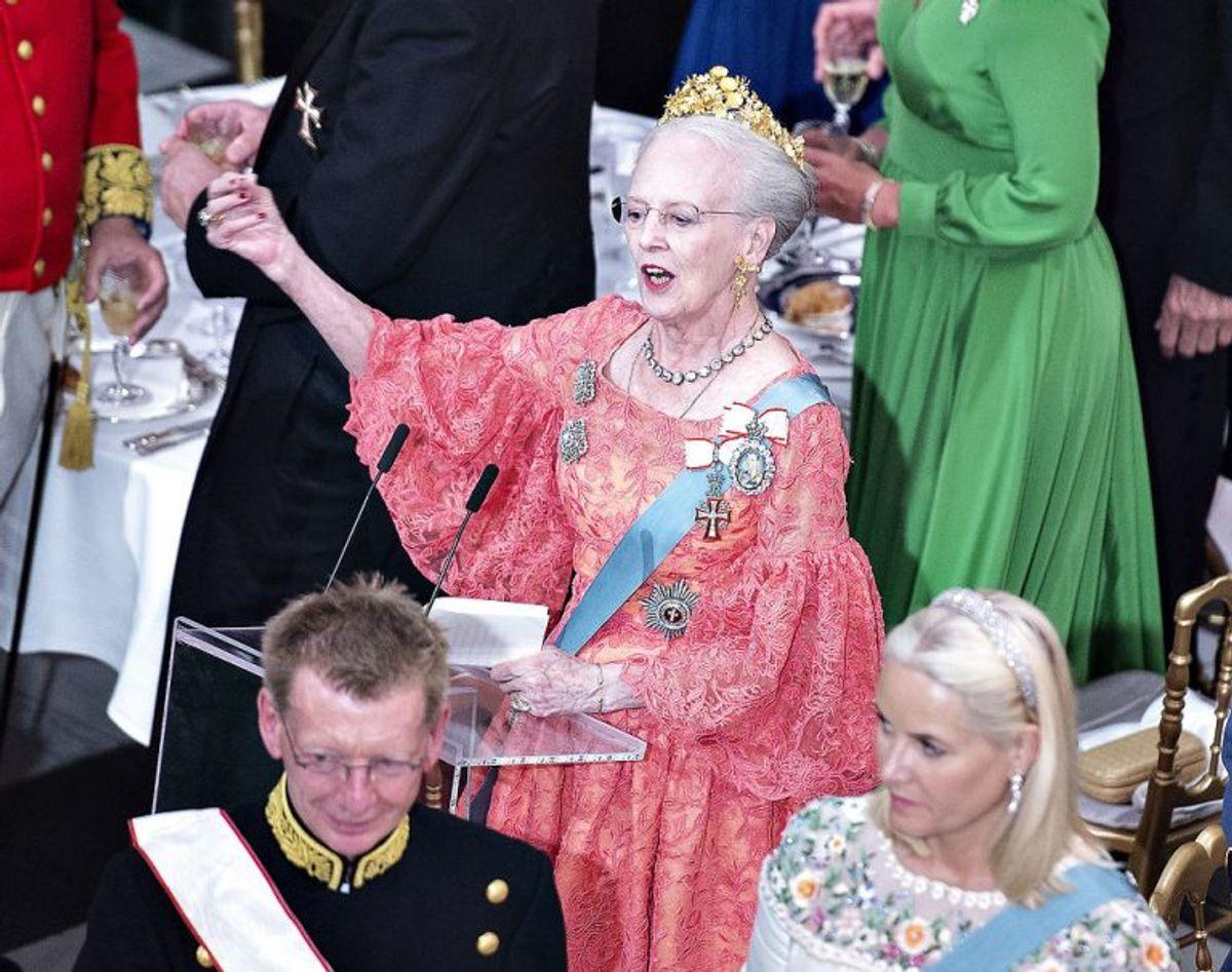 Gallataffel på Christiansborg Slot i anledning af kronprinsens 50 års fødselsdag, lørdag den 26. maj 2018. HM dronning Margrethe udbringer et nifoldigt hurra for Kronprins Frederik. (Foto: Henning Bagger/Ritzau Scanpix)