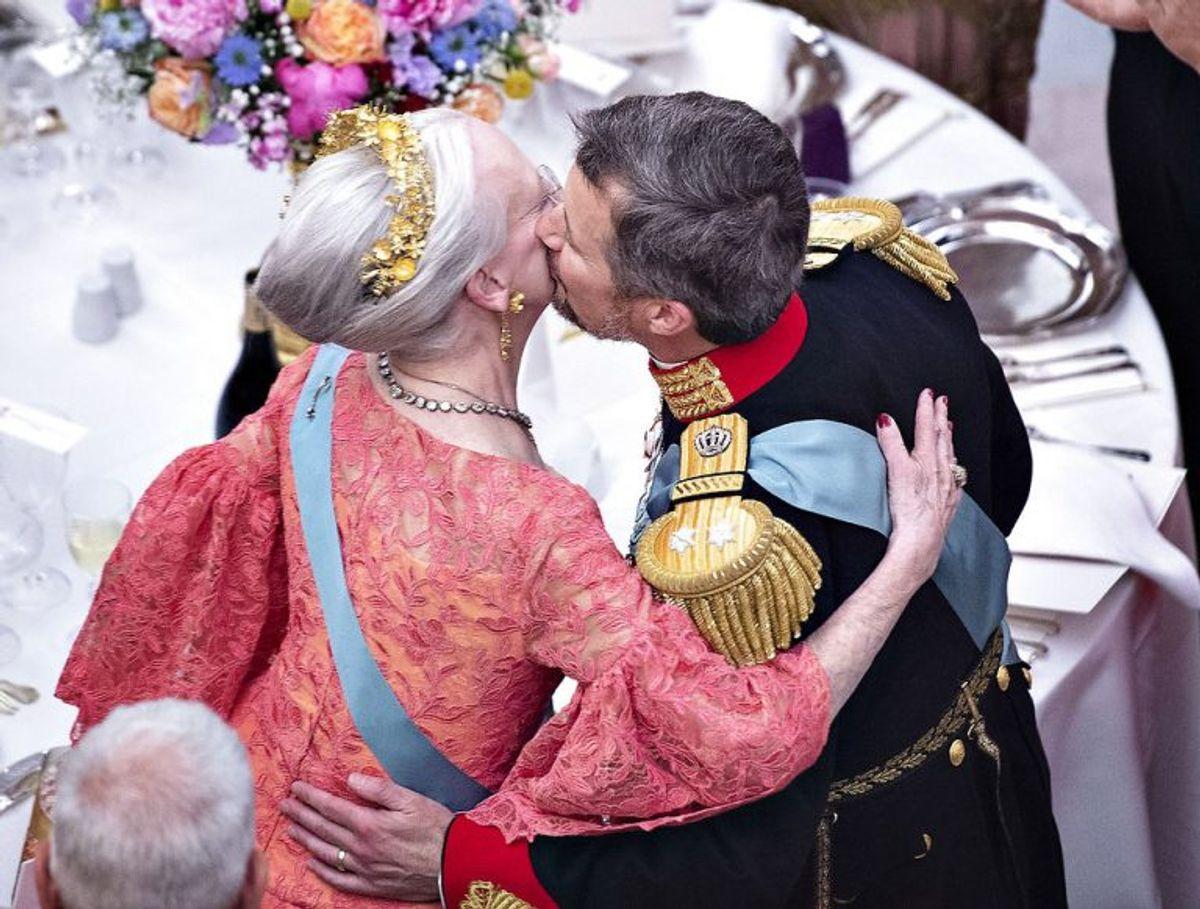 Gallataffel på Christiansborg Slot i anledning af kronprinsens 50 års fødselsdag, lørdag den 26. maj 2018. HM dronning Margrethe og Kronprins Frederik efter dronningens tale.. (Foto: Henning Bagger/Ritzau Scanpix)