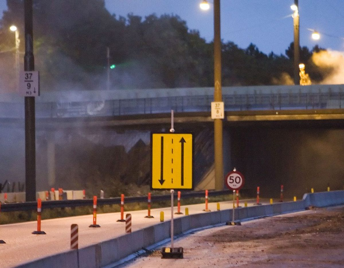 Er hastighedsgrænsen ved et vejarbejde sat helt nede ved ved 50 kilometer i timen – og det sker faktisk – så mister du kørekortet betinget, hvis du kører 71 kilometer i timen. Kortet ryger ubetinget, hvis du kører 101 kilometer i timen gennem vejarbejdet. Arkivfoto: Scanpix