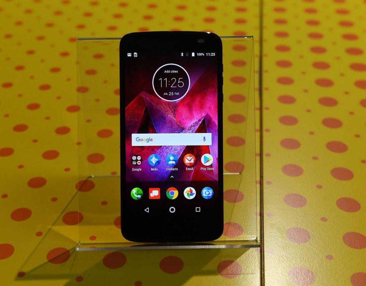 Motorola Moto Z2 Force er den absolut ukronede konge af holdbarhed. I testen fik den blot små ubetydelige hakker i rammen, men vandtesten klarede telefonen ikke. Derfor ender den på 8,5 ud af 10.