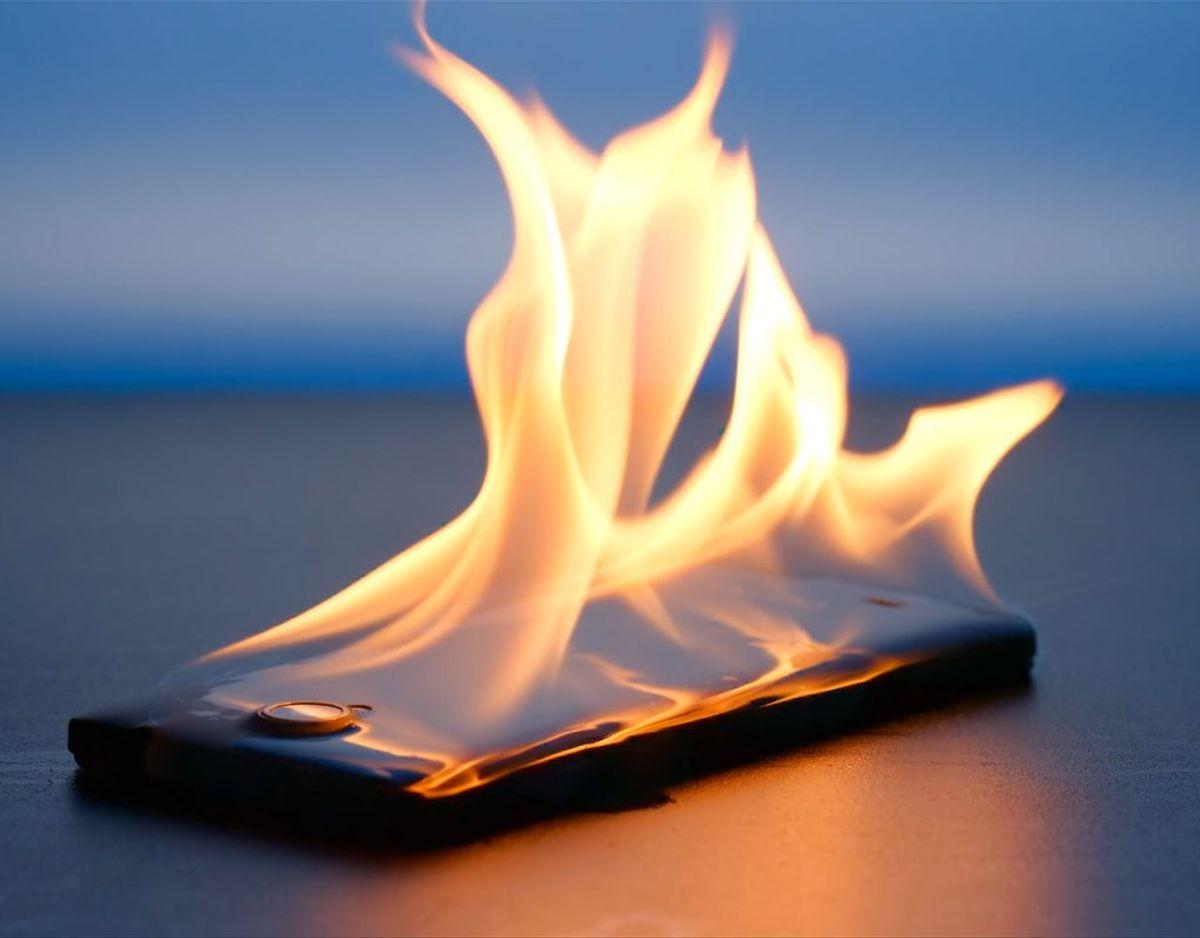 Du skal tænke dig godt om, når du lægger din telefon fra dig. KLIK videre og bliv klogere. Foto: Scanpix