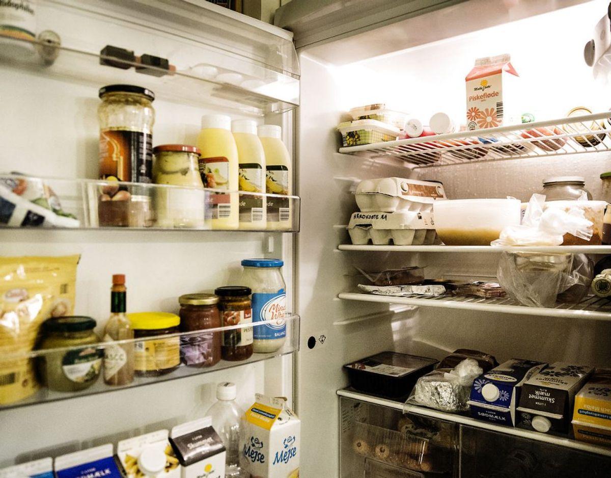 Køleskabet er et godt redskab, som mange danskere har en tendens til at proppe fuld af alt muligt. Det er slet ikke nødvendigt – mange ting SKAL slet ikke i køleskabet. KLIK videre og se. Foto: Scanpix