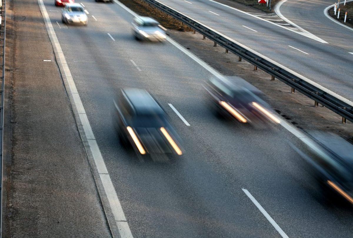 Du skal ikke altid bare bremse, når noget viser sig foran bilen. KLIK og se, hvad du skal/må bremse for – og ikke. Foto: Colourbox.