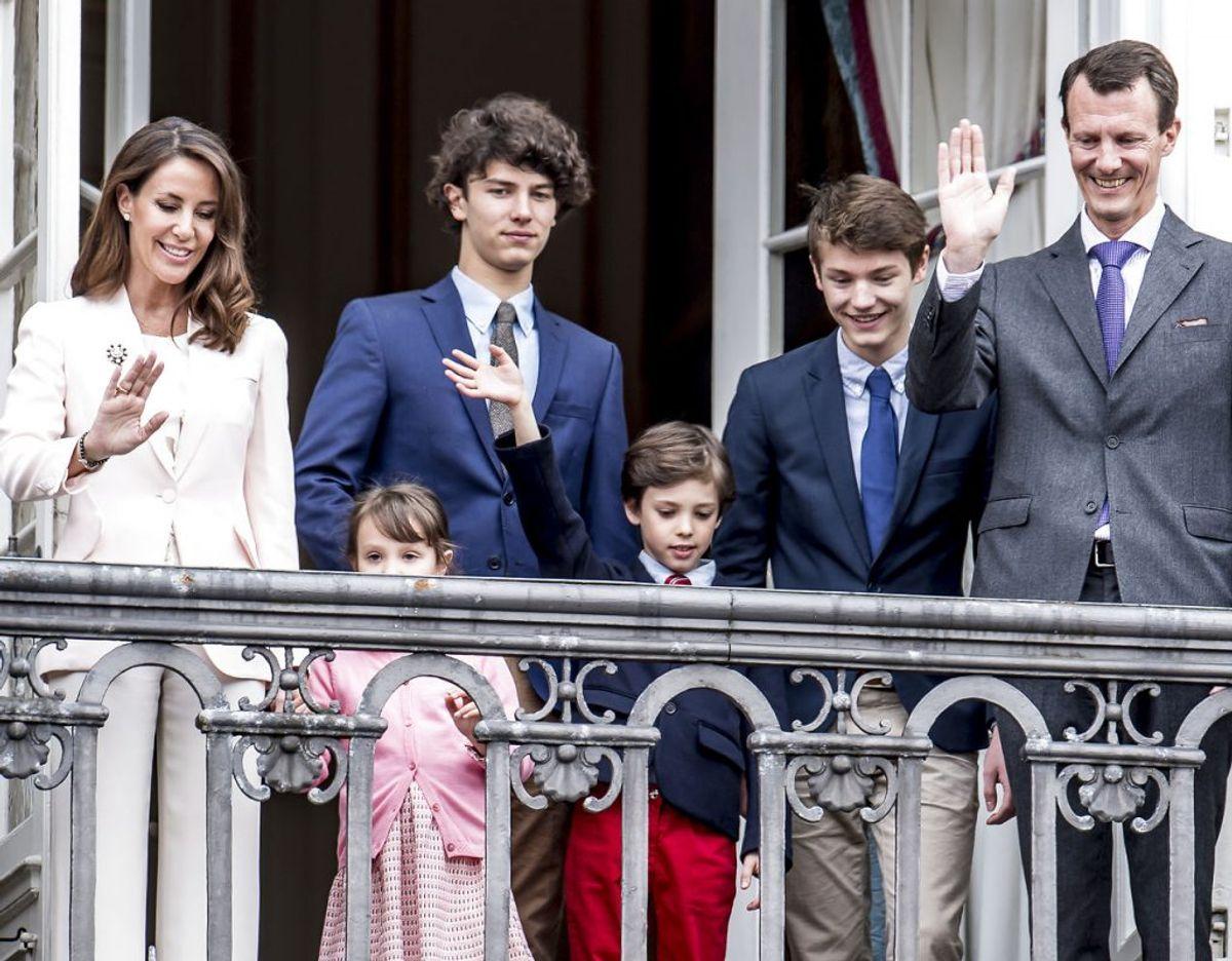 Nummer 7: Her ses hele prins Joachims familie på balkonen i forbindelse med dronning Margrethes seneste fødselsdag. Prins Nikolai er – som den ældste i flokken af børn – nummer 7 i arverækkefølgen til den danske trone. Arkivfoto: Mads Claus Rasmussen/Scanpix
