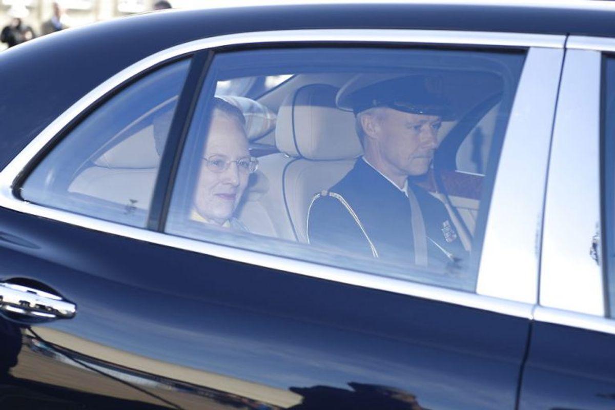 Dronning Margrethe ankommer til Christian XI's Palæ. Statsminister Lars Løkke Rasmussen (V) præsenterer nye ministre for dronningen på Amalienborg Slot, onsdag formiddag den 2. maj 2018. (Foto: Mads Claus Rasmussen/Scanpix 2018)