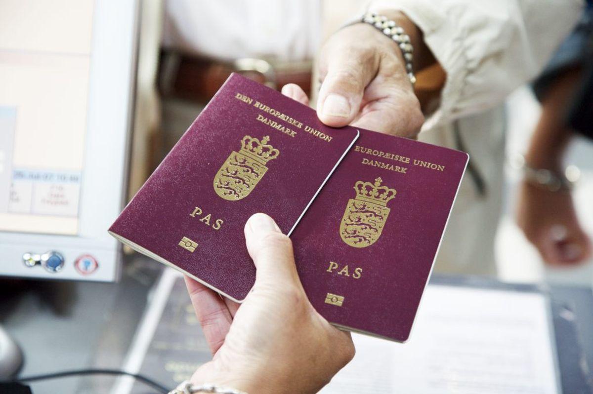Ja, du skal som udgangspunkt bruge pas til Norge når du rejser ind i landet. Eller i hvert fald et kørekort, så du kan vise, hvem du er. Arkivfoto.