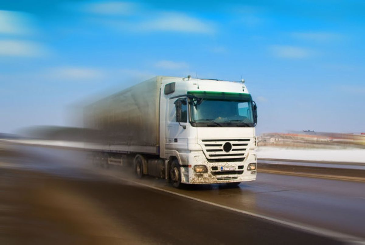 En 49-årig mand er torsdag formiddag omkommet i en arbejdsulykke i Fredericia i et fald fra en lastvognanhænger. Foto: Colourbox/arkiv/Free