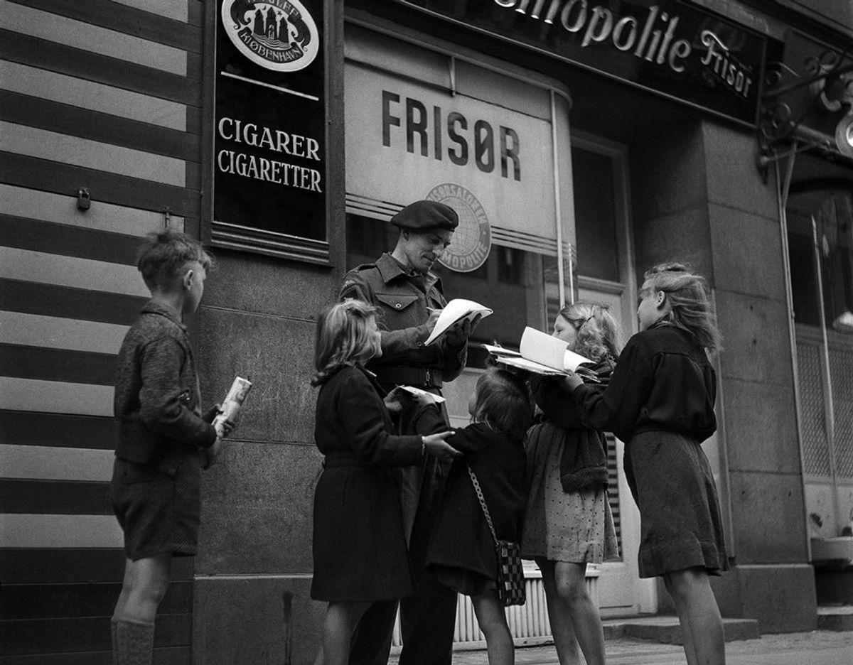 Lee Miller blev angiveligt overvældet af den glæde, hun mødte fra befolkningen i København ovenpå befrielsen. Foto: Foto: Lee Miller/Lee Miller Archives