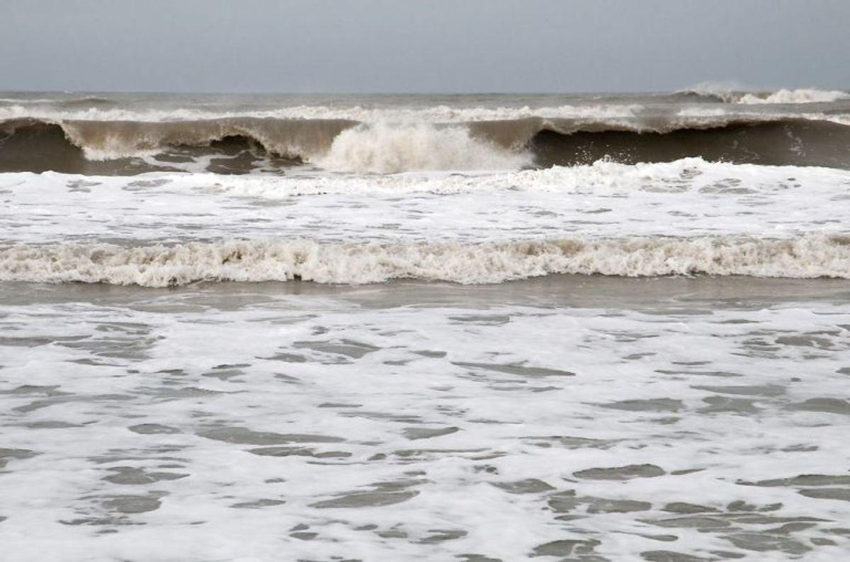 Man skal sprede asken over åbent vand. Det vil sige, at det ikke må foregå tæt ved kysten, men ude på åbent hav eller i større fjorde. Foto: Peter Marling/Scanpix 2018)