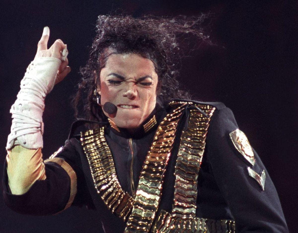 """Michael Jackson udgav i 1997 en CD-single ved navn """"Smile."""" Den består af to numre, og har du den liggende, bør du vide, at den er blevet solgt for op til 10.000 kroner. Foto: Scanpix/Marcos Pacheco"""