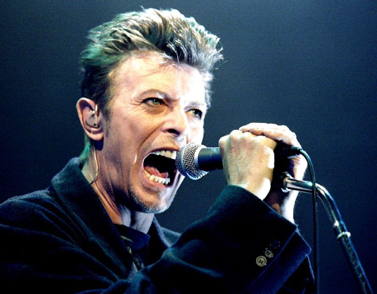 """David Bowie er med på denne liste, fordi han i 1989 """"Sound + Vision"""", en opsamlingsplade med hans signatur i en unik trææske. Den findes kun i 350 eksemplarer, og derfor er den i dag op til 30.000 kroner værd. Foto: Scanpix/ Leonhard Foeger."""