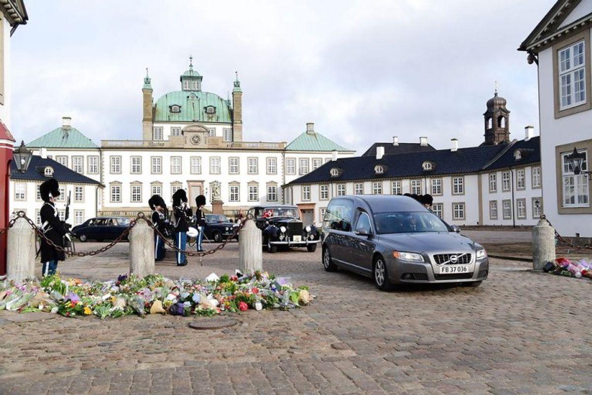 "Prince Henrik""s casket is moved from Fredenborg Palace to Amalienborg Palace on Thursday, February 15 2018. Prince Henrik died on Tuesday February 13 at Fredensborg Palace.. (Foto: Bax Lindhardt/Scanpix 2018)"