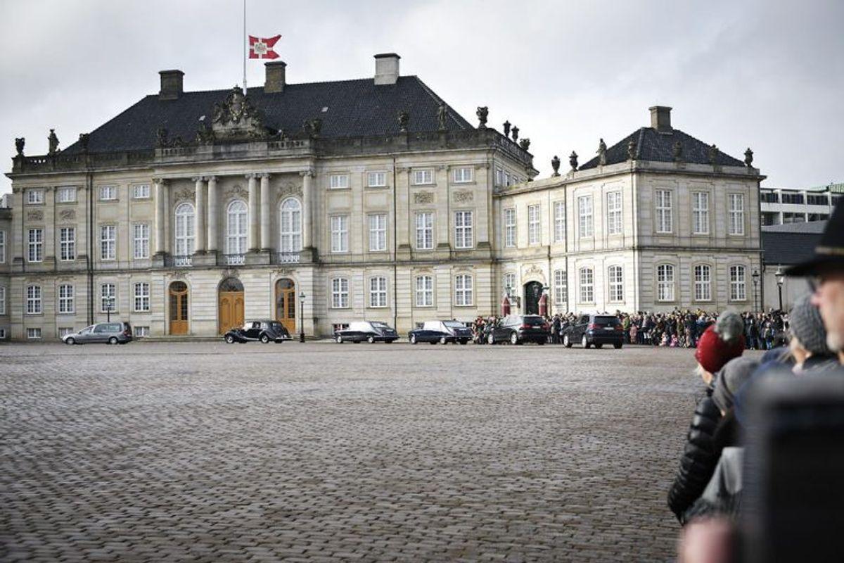 Prins Henriks båre ankommer til Amalienborg fra Fredensborg torsdag den 15. februar 2018. Hans Kongelige Højhed Prins Henrik sov tirsdag den 13. februar kl. 23.18 stille ind på Fredensborg Slot, skriver Kongehuset i en pressemeddelelse. Foto: Ritzau Scanpix/Philip Davali