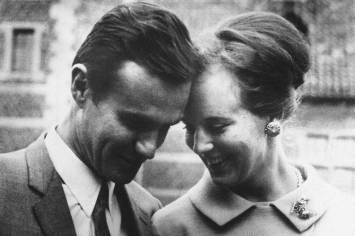Kronprinsesse Margrethe med sin forlovede grev Henri de Monpezat på Frederiksborg slot i 1966.
