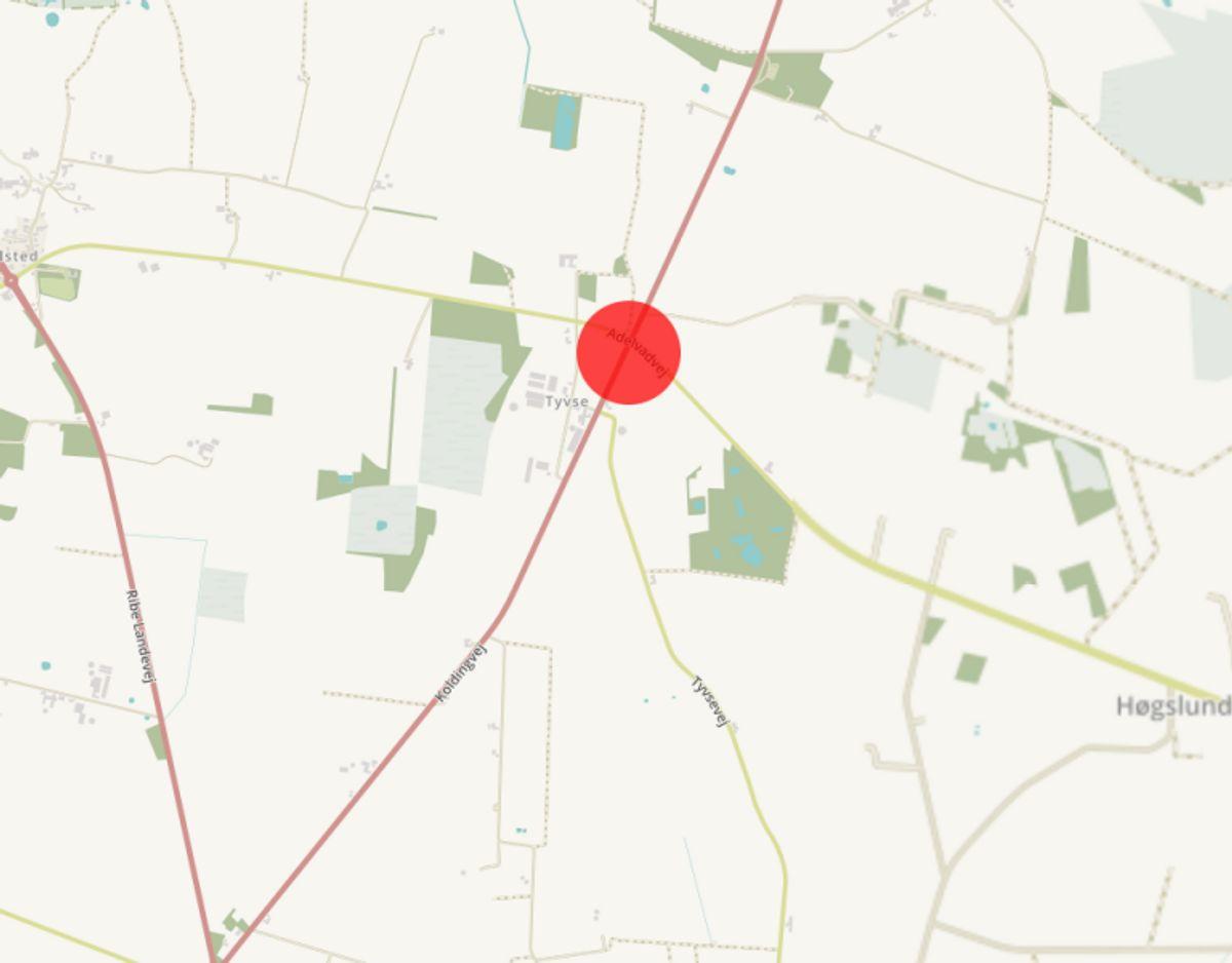 Krydset Koldingvej/Advelvadvej i Tuse skal gøres mere sikkert grundet antallet af registrerede trafikulykker fra 01. januar 2009 til 31. december 2013. Krydset bliver gjort mere sikkert ved at blive nedlagt og erstattet af en rundkørsel. Foto: © OpenStreetMap-bidragsydere.
