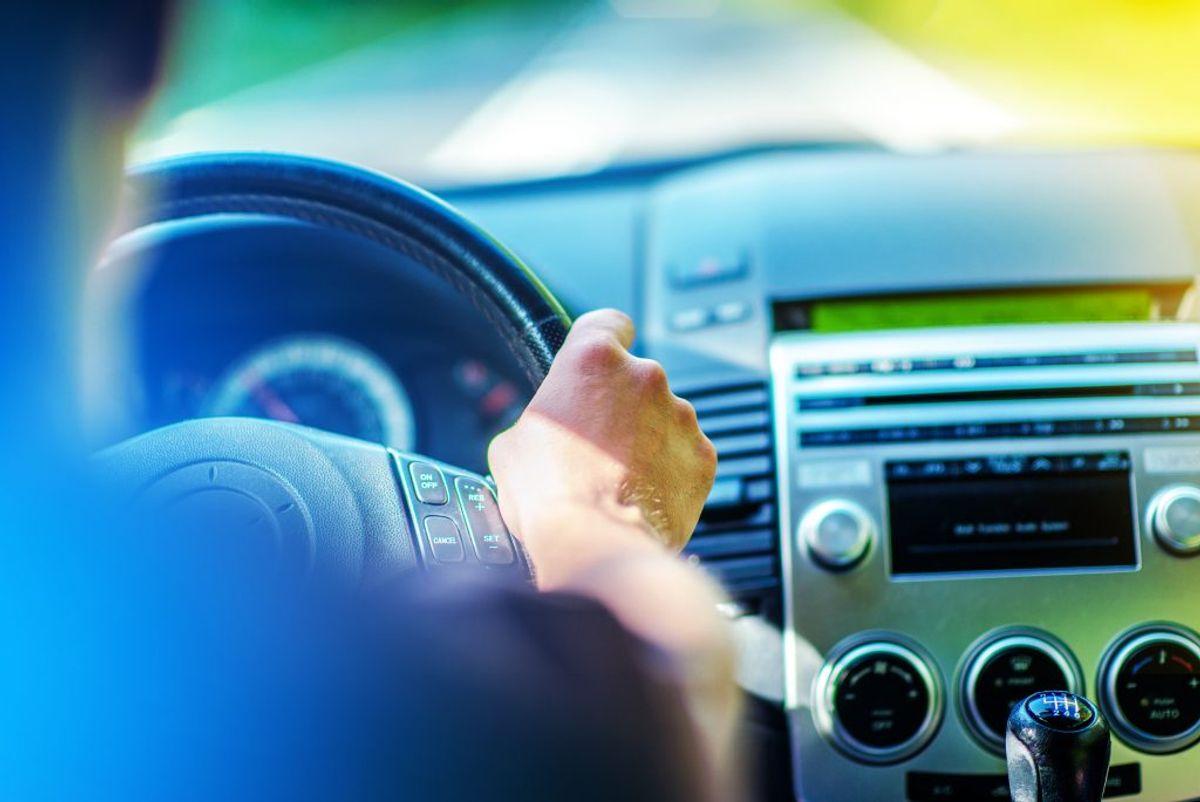 Du kan beregne udgifterne ved henholdsvis en benzin- og en dieselbil ved at bruge FDM's beregner på: http://www.fdm.dk/biler/bilkoeb/benzin-eller-diesel